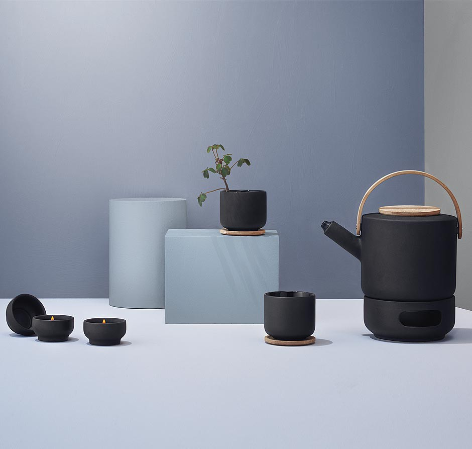 stelton theo teekanne 1 25 l traumambiente. Black Bedroom Furniture Sets. Home Design Ideas
